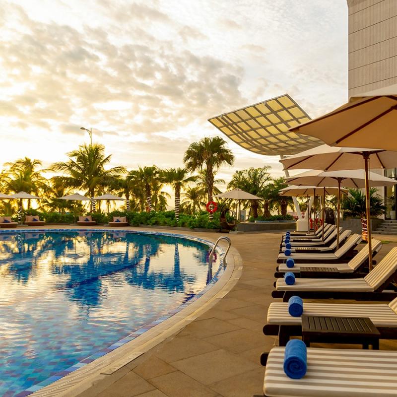 Khu bể bơi trước khách sạn Grand Tourane Hotel