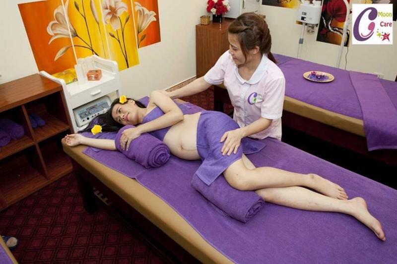 Massage bầu tại Moon care