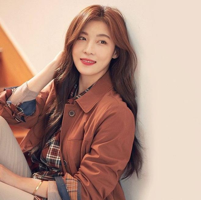 Vẻ ngoài rạng rỡ của Ha Ji Won ở tuổi ngoài 40