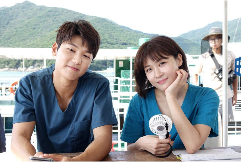 Ha Ji Won và Kang Min Hyuk trong phim Hospital Ship