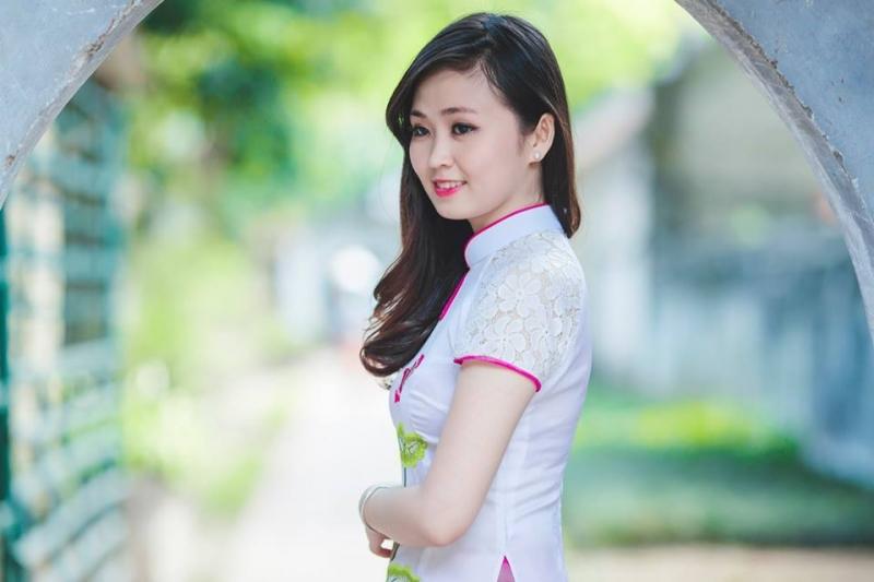 Làn da trắng trong & môi hồng tươi tắn giúp các bạn gái trở nên duyên dáng hơn