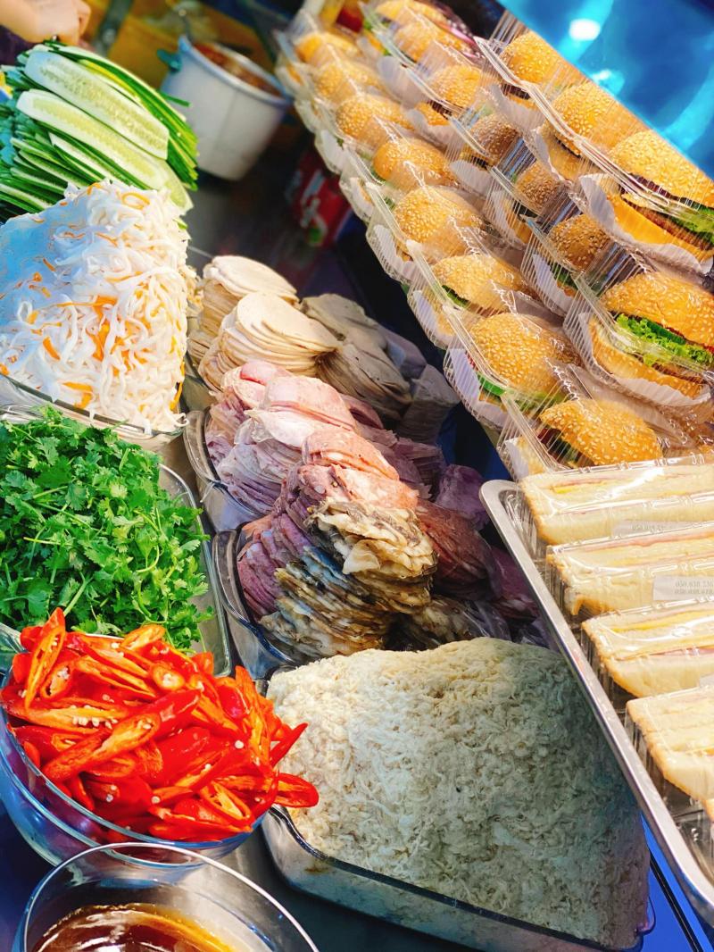 Hà Nội Bakery - Market