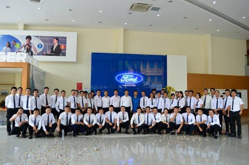 Đội ngũ nhân viên Hà Nội Ford.
