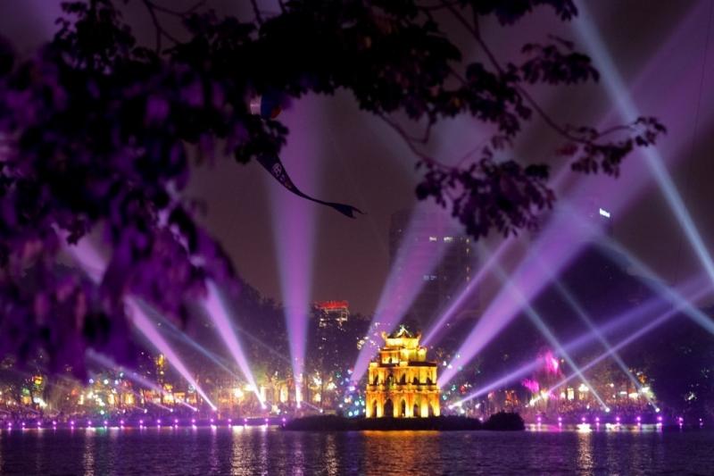 Nhắm Hà Nội về đêm, bạn sẽ thấy nơi đây đẹp đến lạ thường