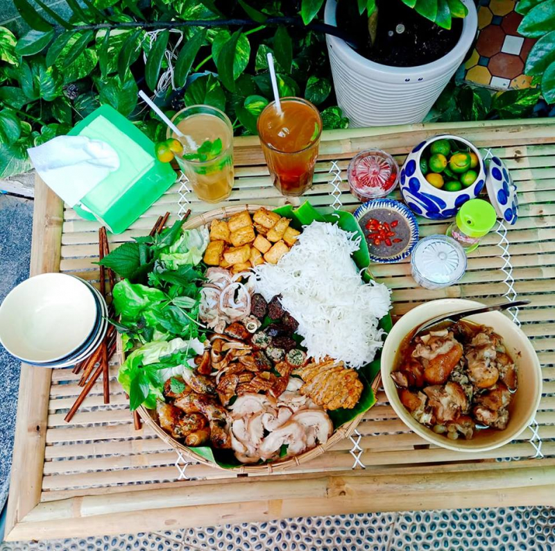 The address of Ha Thanh Quan vermicelli is loved by young people to eat with family and friends.