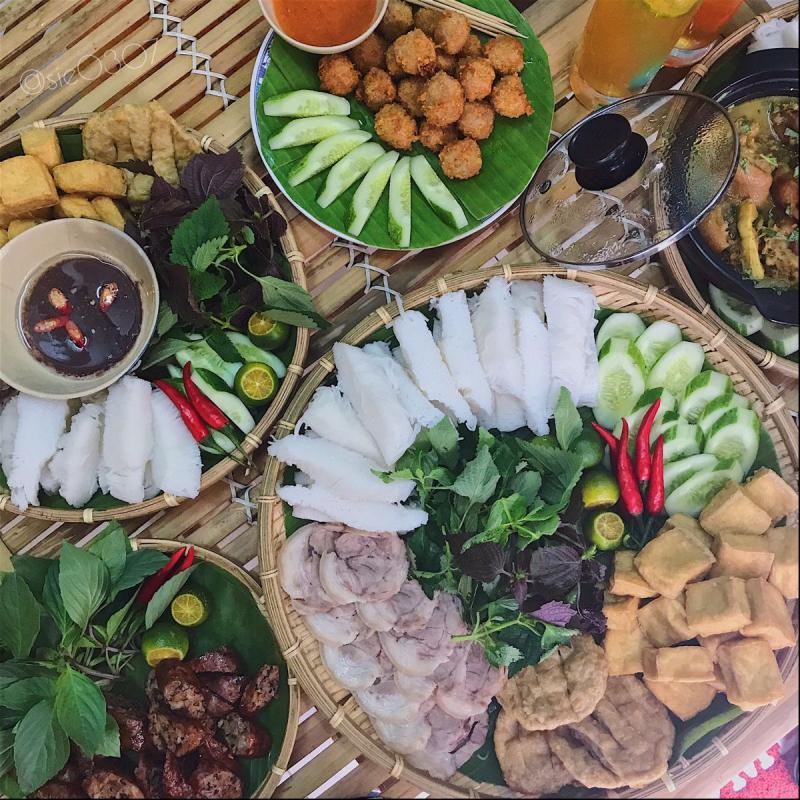 Qua từng phần bún đậu, thực khách sẽ được thưởng thức trọn vẹn hương vị Hà Nội ngay giữa lòng Sài Gòn.