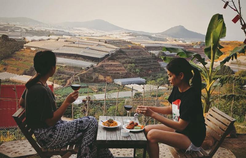 View Hai Ả mới mở rộng ra thêm, để các khách có thể hưởng trọn cảm giác mênh mông nơi thung lũng đom đóm