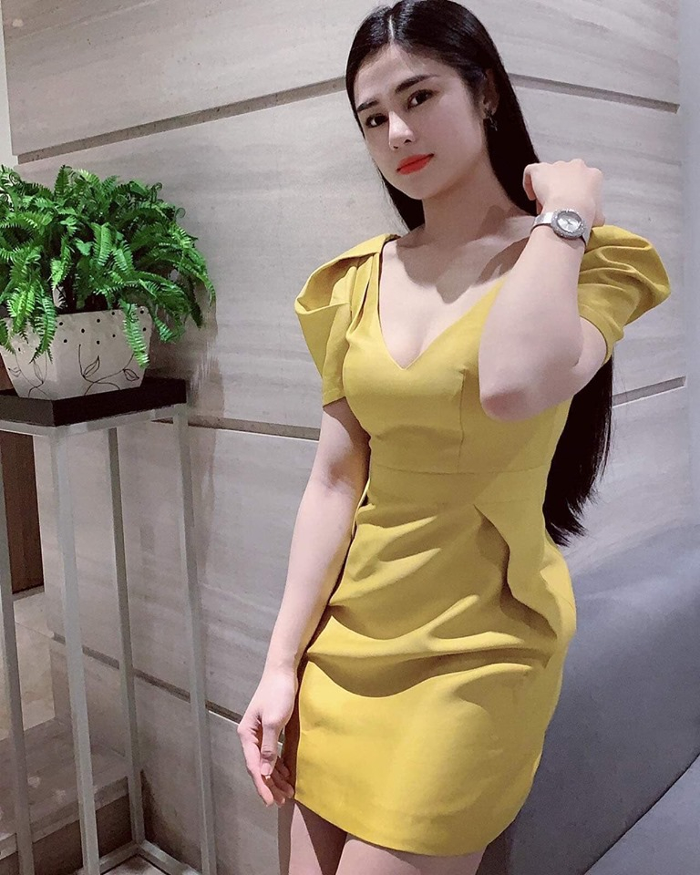 Shop chủ yếu phục vụ chị em váy vóc quần áo theo mùa, thiết kế sexy sang trọng