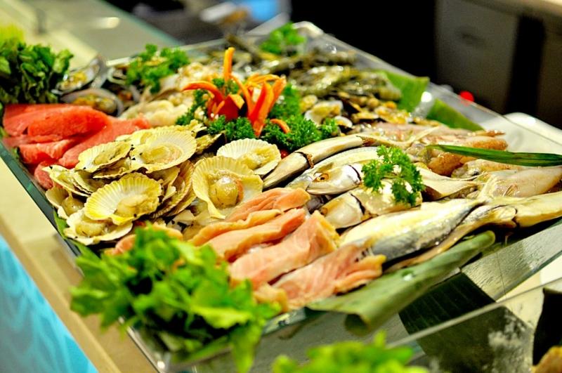 Nhiều loại hải sản tươi ngon