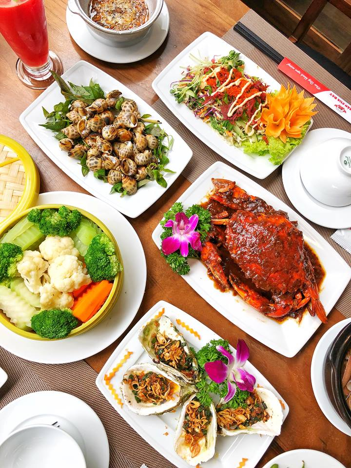 Bên cạnh món cua Năm Can đặc sản, những món hải sản khác như ốc, tôm, hàu cũng hết sức tươi ngon