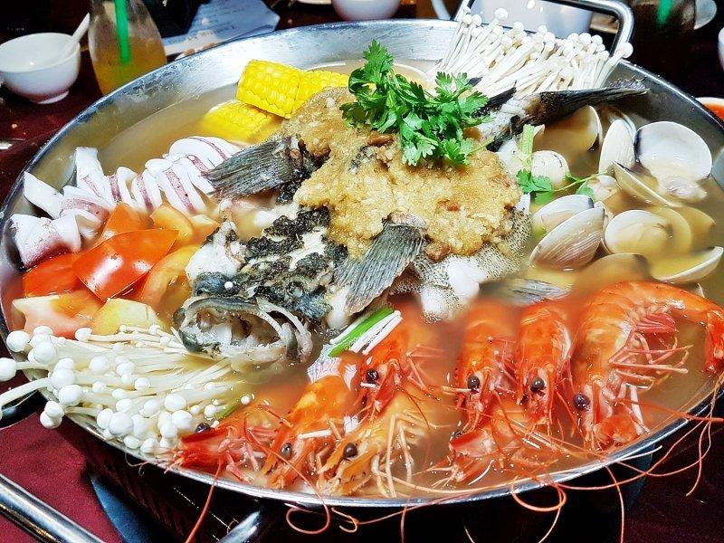 Lẩu hải sản tại Hải Sản Hạ Long Bay