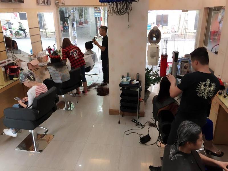 Không gian bên trong Hair Salon Cường