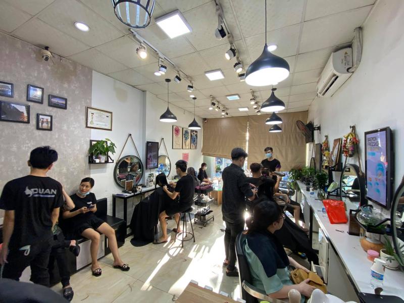 Không gian bên trong Hair Salon Duẩn