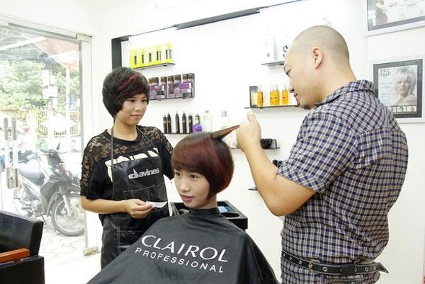 Tư vấn và cắt tóc tỉ mỉ