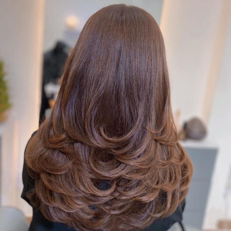 Hair salon Hưng cam kết chất lượng và đảm bảo tóc ít hư tổn nhất có thể cho khách hàng khi sử dụng các dịch vụ có dùng hóa chất