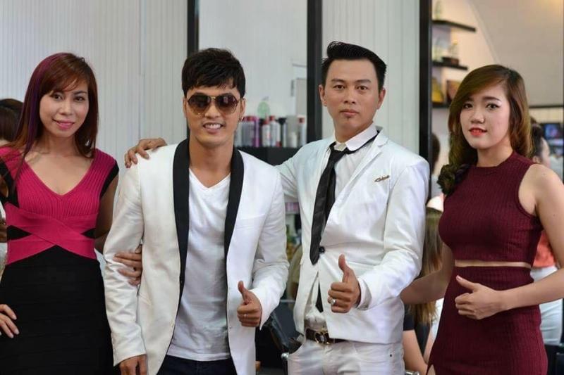 Nhà tạo mẫu tóc Nguyễn Văn Vàng và ca sĩ Ưng Hoàng Phúc
