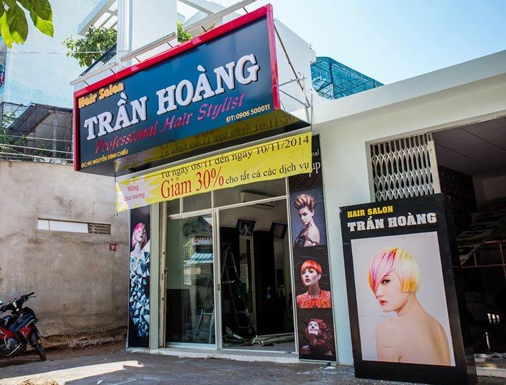 Bên ngoài Hair Salon Trần Hoàng