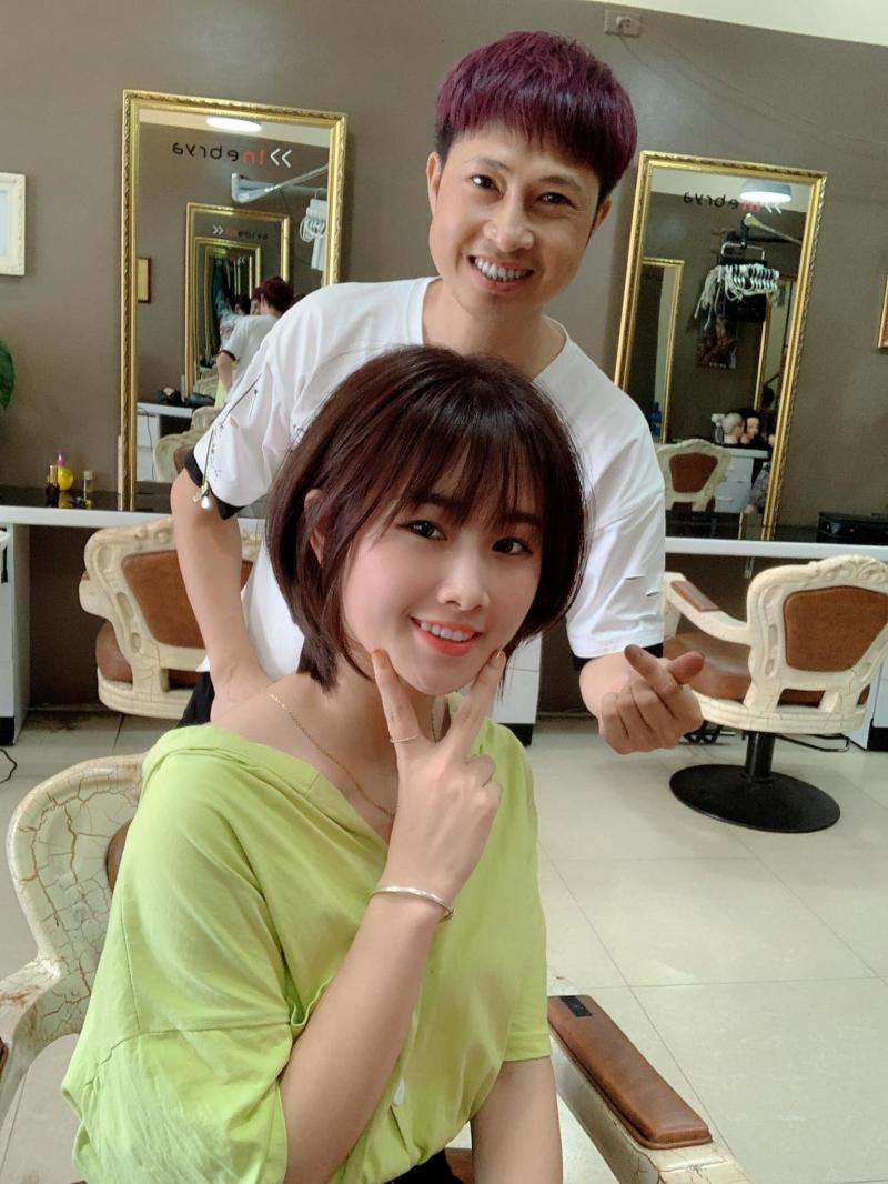 Anh chủ HairSalon Toni Hoà luôn thân thiện và tận tâm