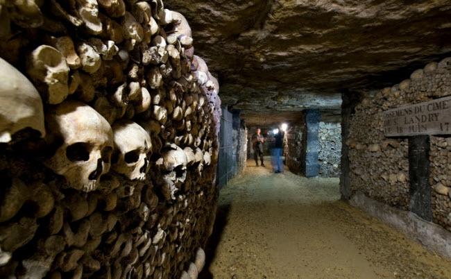 Đầu lâu trong hầm mộ