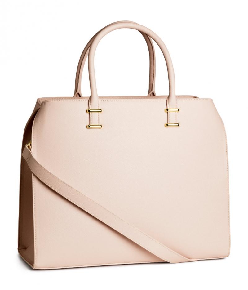 Chiếc túi xách này có giá 39,9$, khi về Việt Nam sẽ có mức giá tầm khoảng 1.000.000vnđ.