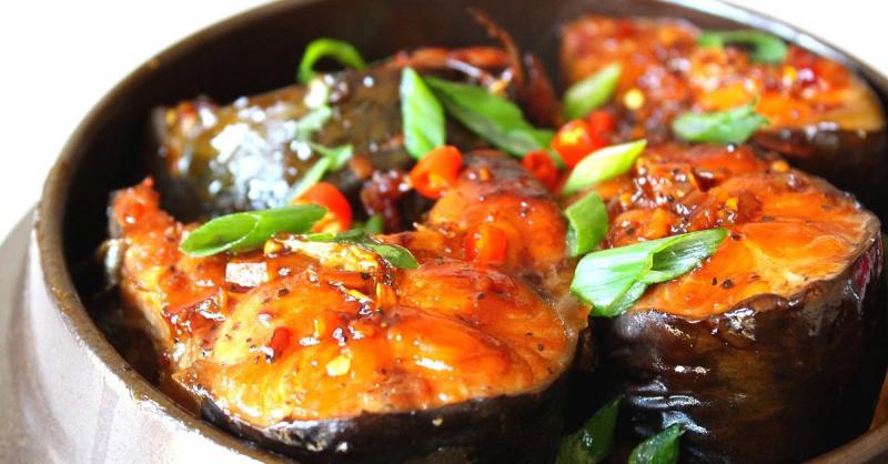 Nên chọn các loại thực phẩm giúp giảm cân ngày lễ như thịt gà, cá và các loại thịt khác chứa ít chất béo hơn