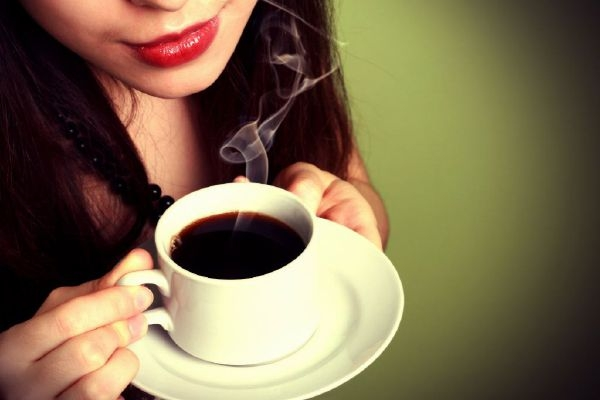 Trong xã hội hiện đại, cà phê trở thành thức uống phổ biến và quen thuộc của cả phụ nữ lẫn nam giới.
