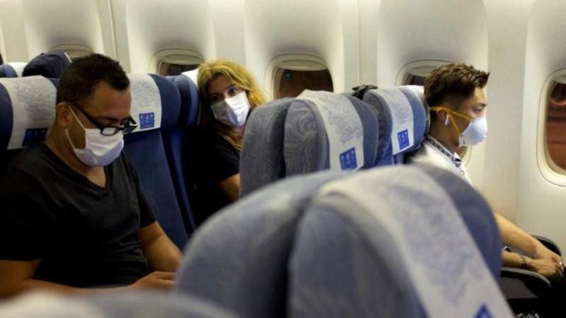 Hạn chế di chuyển trên máy bay để giảm nguy cơ lây nhiễm