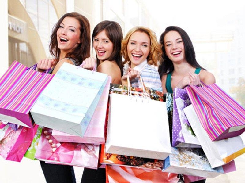 Hạn chế đi mua sắm theo nhóm quá nhiều người