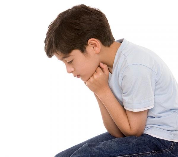 Hạn chế giao tiếp cũng là một trong những nguyên nhân chính dẫn đến chứng tự kỷ ở trẻ con.