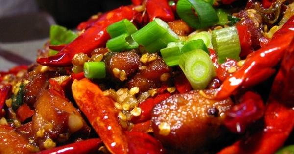 Không nên ăn cay hoặc các món ăn có chứa gia vị cay nóng