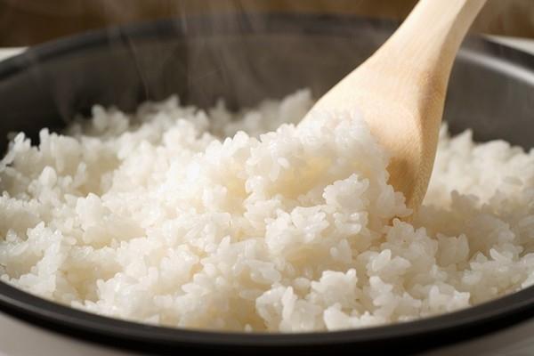 Chất tinh bột chính là nguồn dinh dưỡng giúp cân nặng của bạn tăng lên vùn vụt, vì vậy nếu muốn lựa chọn phương án giảm cân thông qua các thực đơn hàng ngày thì hãy bỏ bớt tinh bột ra khỏi bữa ăn nhé.