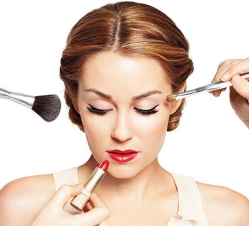 Hạn chế trang điểm giúp làn da của bạn được nghỉ ngơi