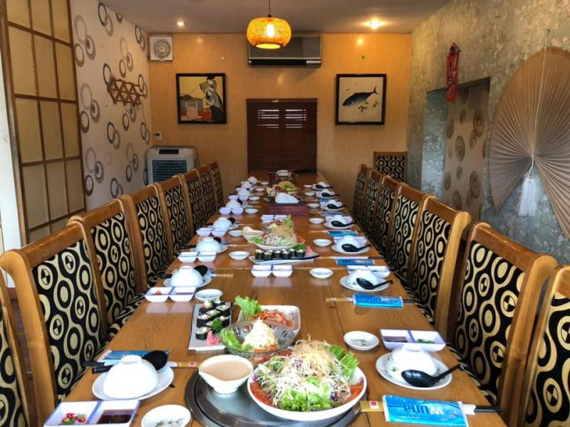 Không gian nhà hàng rất rộng rãi, thoáng mát. Nhân viên phục vụ cực kỳ chu đáo và cởi mở với khách hàng