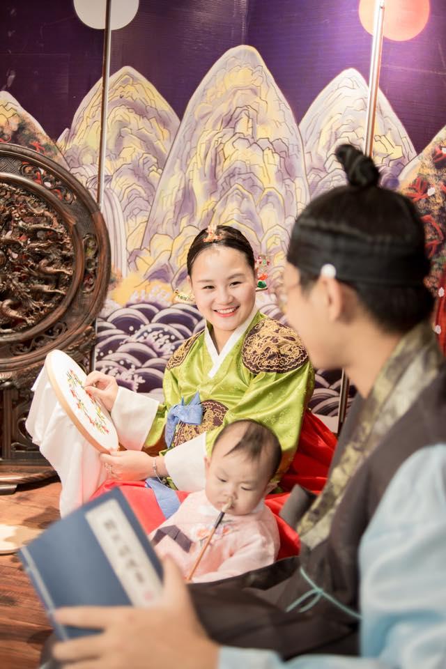 Ảnh chụp gia đình mặc Hanbok