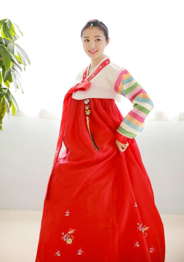 Bộ Hanbok đỏ sọc tại Hanbok Sweety