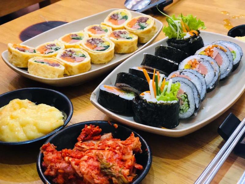 Món ăn tại đây rất ngon, nêm nếm vừa miệng, tuy là món Hàn nhưng được điều chỉnh hương vị phù hợp với khẩu vị người Việt mà vẫn giữ được những nét đặc trưng trong từng món ăn
