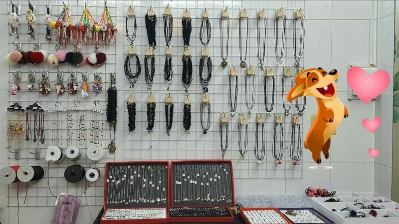 Rất nhiều mặt hàng handmade siêu đẹp có thể tặng cho các bạn gái rất đáng yêu