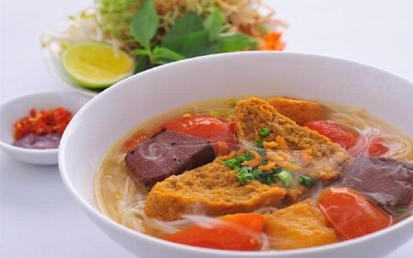 Top 9 hàng bún riêu ngon nức tiếng Sài Gòn