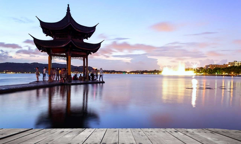 Hàng Châu nổi tiếng với những di tích lịch sử và thiên nhiên tươi đẹp