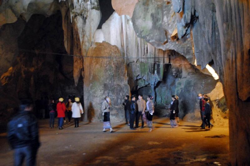 Trong hang Thẩm ồm