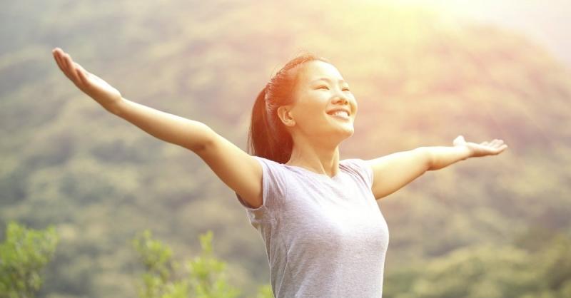 Hạnh phúc là dám chấp nhận cuộc sống như nó vẫn thế để vẽ nên một bức tranh đẹp.