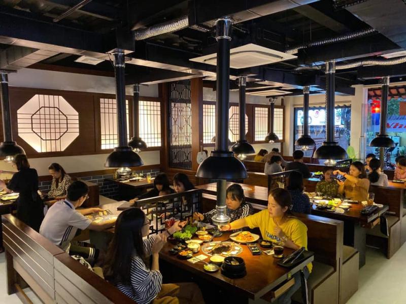 Không gian tại nhà hàng rộng rãi, thoáng mát và yên tĩnh