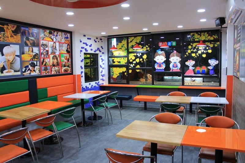 Không gian quán rất rộng rãi, cách bài trí bàn ăn và vật dụng rất hợp lý và đẹp mắt