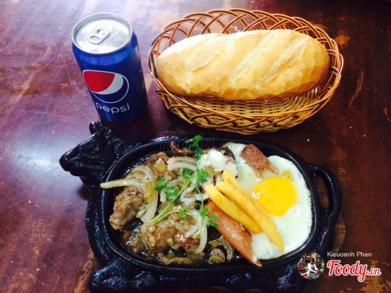 Hao Hao Quan is one of the best Vietnamese steak shops in Saigon that you cannot ignore