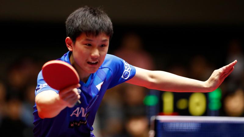 Tay vợt trẻ Harimoto Tomokazu