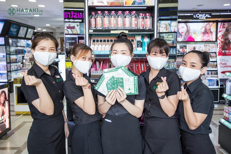 Đội ngũ nhân viên thân thiện, tư vấn nhiệt tình tại Hasaki