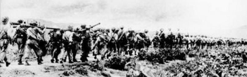 Bộ đội hành quân ra mặt trận