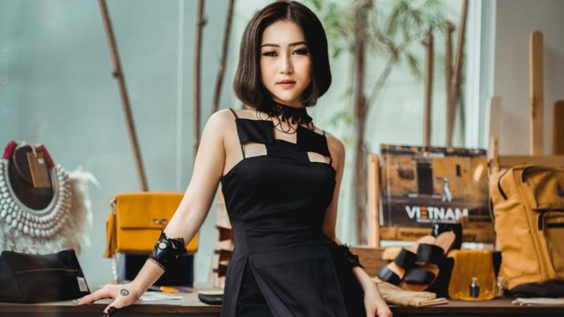 Hương Tràm trong MV Hãy để em quên