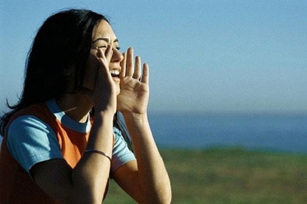 Hãy dạy trẻ cách hét thật to khi cần thiết
