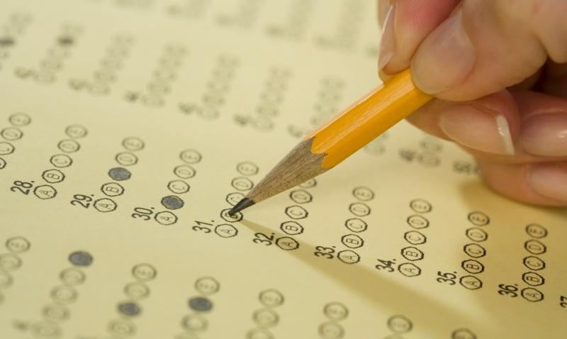 Nên làm những câu hỏi dễ trong đề thi trước